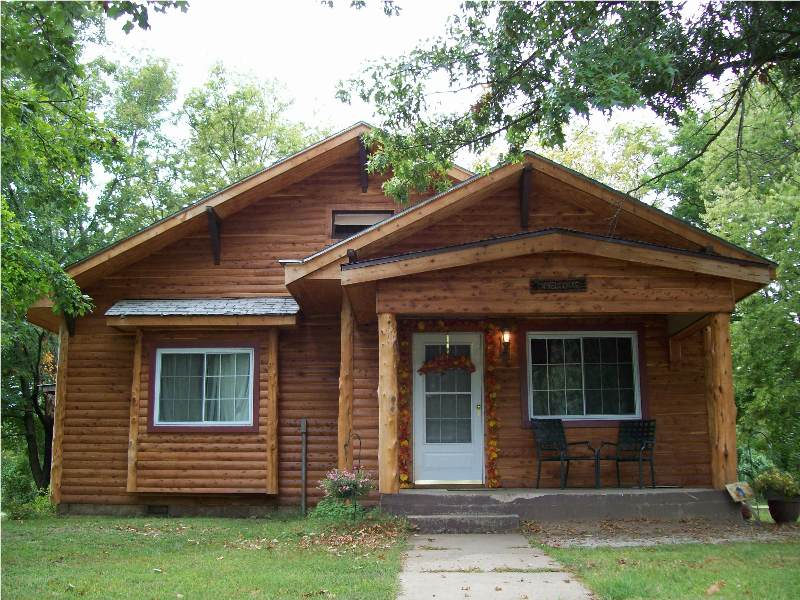 Little Cedar Log Homes - Red Cedar Log Siding, Trim & Porch Posts on